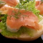 Peciva s dimljenim lososom i svježim krem sirom
