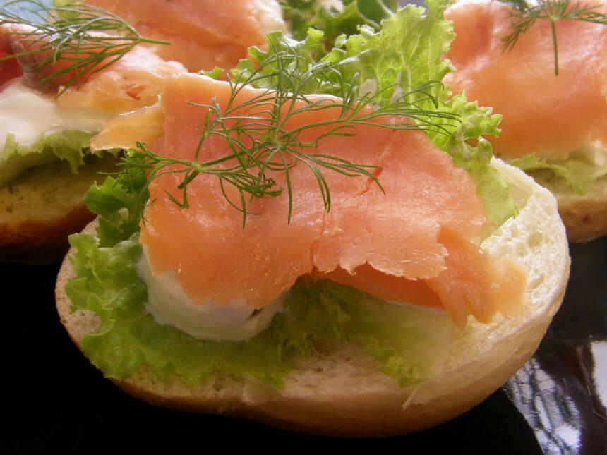 Peciva s dimljenim lososom i svježim krem sirom - Fini Recepti by Crochef