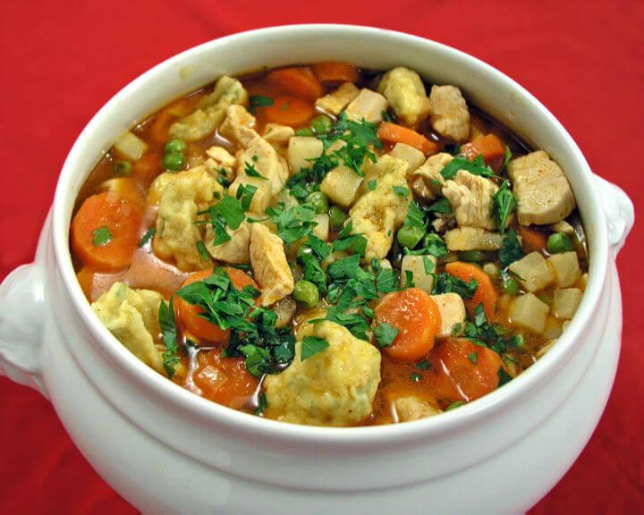 Pileća ragu juha sa žličnjacima