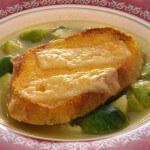 Povrtna juha sa sirom i hrskavim kruhom - Fini Recepti