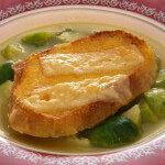 Povrtna juha sa sirom i hrskavim kruhom