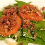Topla povrtna salata sa slaninom