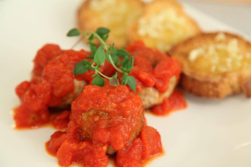 Pureće okruglice s kaduljom u umaku od rajčice - Fini Recepti by Crochef