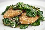 Puretina u sezamu sa salatom od špinata - Fini Recepti by Crochef