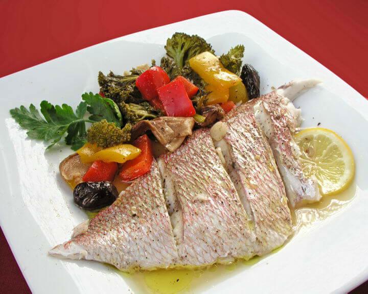 Riba s povrćem u vlastitom soku