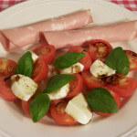 """Salata """"Caprese"""" s mortadelom"""