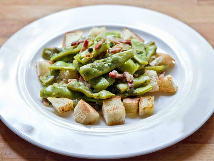 Salata s mahunama i prženim kruhom - Fini Recepti by Crochef