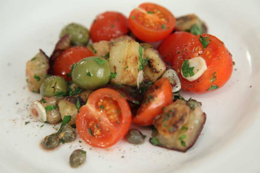 Salata od patlidžana, mini rajčica i maslina - Fini Recepti by Crochef