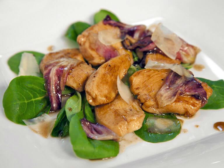 Topla salata s pilećim prsima i uljem od tartufa - Fini Recepti by Crochef