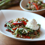 Salata od pira, šparoga, paprika i svježeg kravljeg sira
