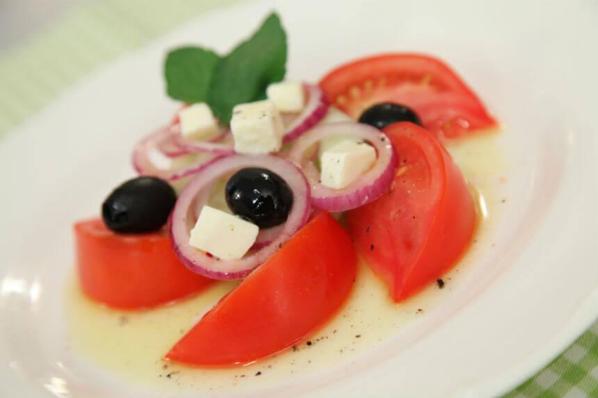 Ljetna salata s mozzarellom - Fini Recepti by Crochef