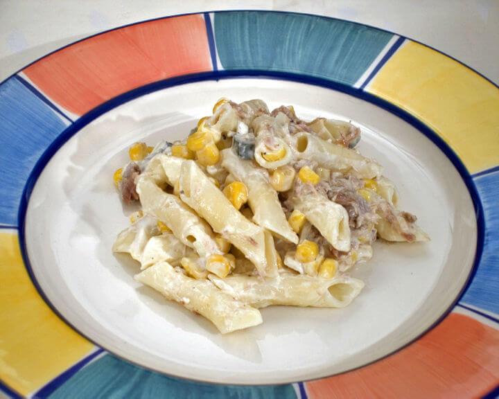 Salata s tunom i mladim kukuruzom - Fini Recepti