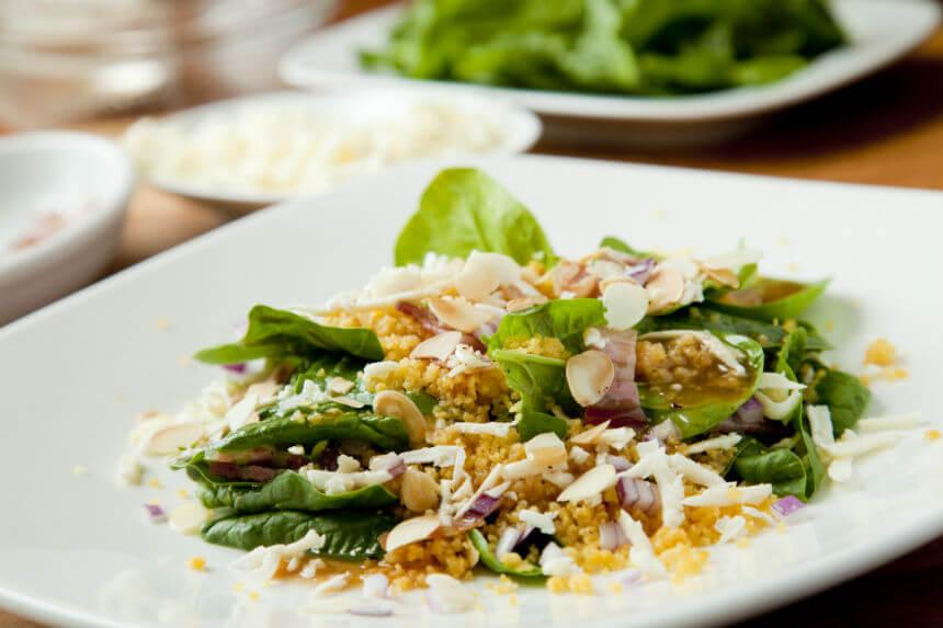 Salata s pancetom, feta sirom, špinatom i couscousom - Fini Recepti by Crochef