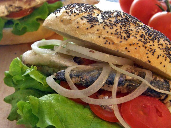 Sendvič s jajima i sardinama - Fini Recepti