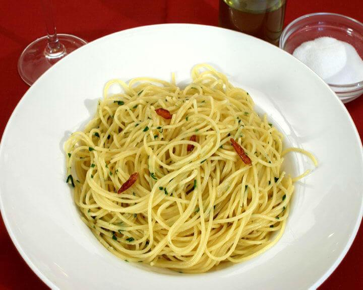 Spaghettini aglio, olio e peperoncino - Fini recepti