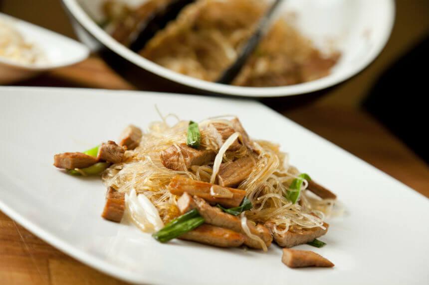Pečena svinjetina sa staklenim rezancima - Fini Recepti by Crochef