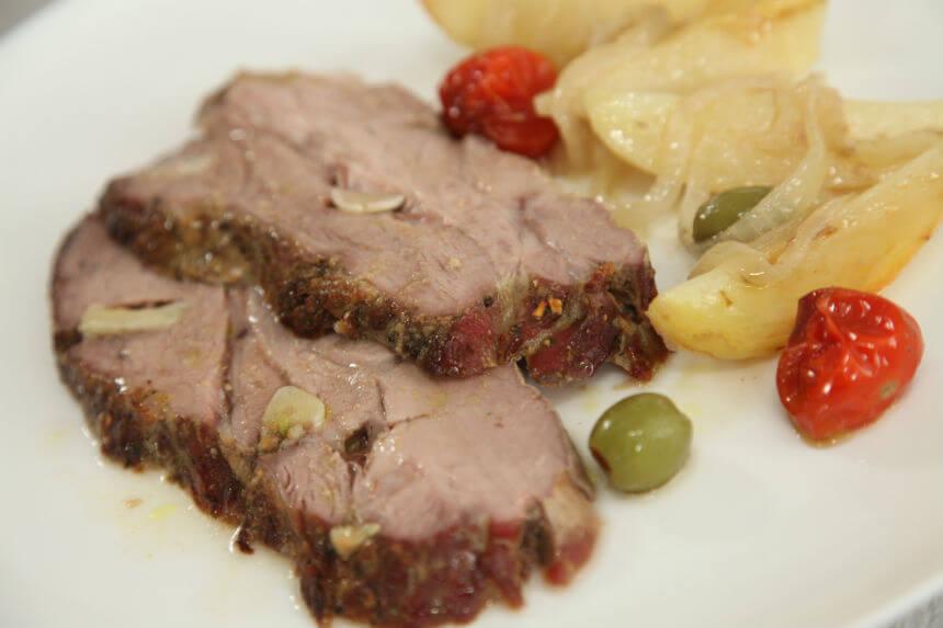 Svinjski vrat s povrćem iz pećnice - Fini Recepti by Crochef