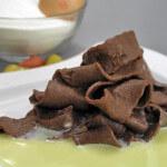 Tjestenina od kakaa s umakom od bijele čokolade
