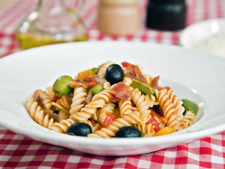 Fusilli s pršutom i povrtnim umakom - Fini Recepti by Crochef