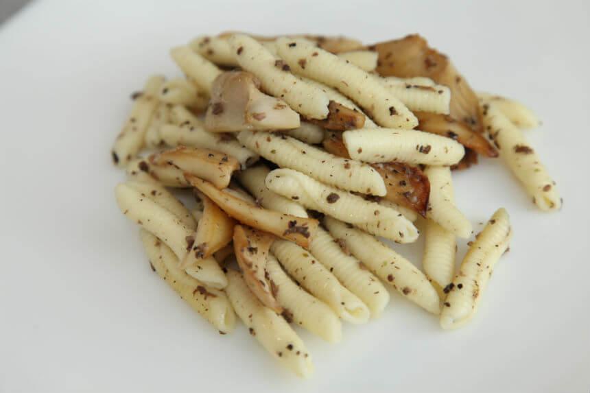 Tjestenina s umakom od bukovača i tartufate - Fini Recepti by Crochef
