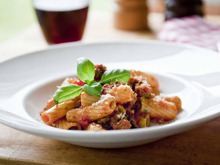Makaroni s umakom od kobasica i rajčica - Fini Recepti by Crochef