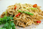 Pad thai muh (tjestenina sa svinjetinom)