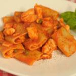 """Tjestenina """"paccheri"""" s umakom od svježeg lososa"""