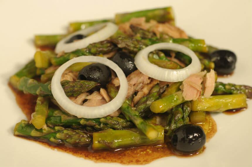 Topla salata od šparoga i tune - Fini Recepti by Crochef