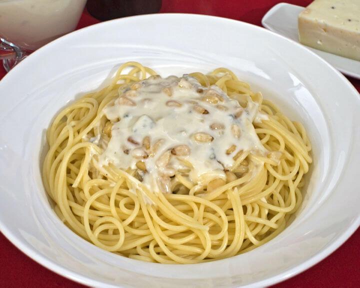 Umak od gorgonzole s pinjolima - Fini Recepti