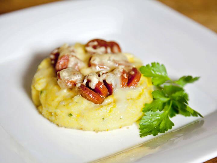 Pikantni gratinirani zalogajčići od palente i kobasica - Fini Recepti by Crochef