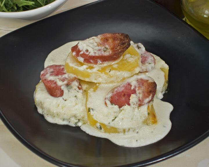 Zapečene kobasice s krumpirom - Fini Recepti