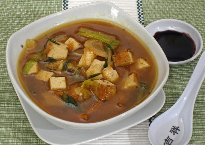 Zimska miso juha od povrća i tofua