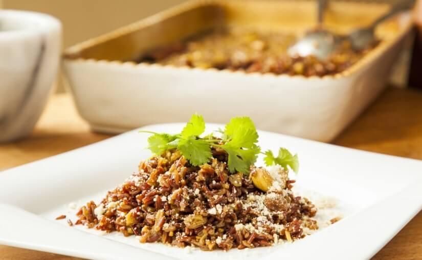 Crveni pilav riža sa začinima na indijski način