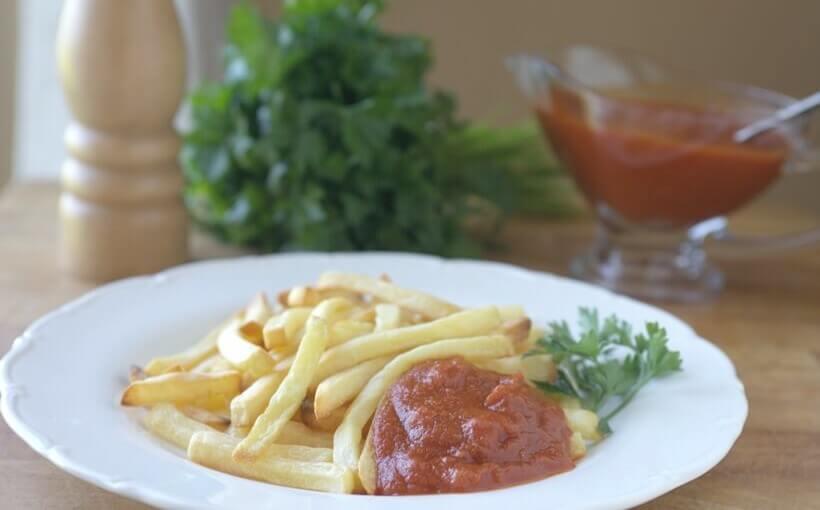 Domaći kečap s krumpirićima iz pećnice