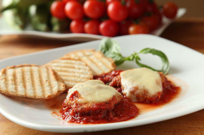 Pohana piletina na talijanski način u umaku od rajčice