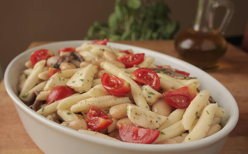 Salata s bijelim grahom i tjesteninom