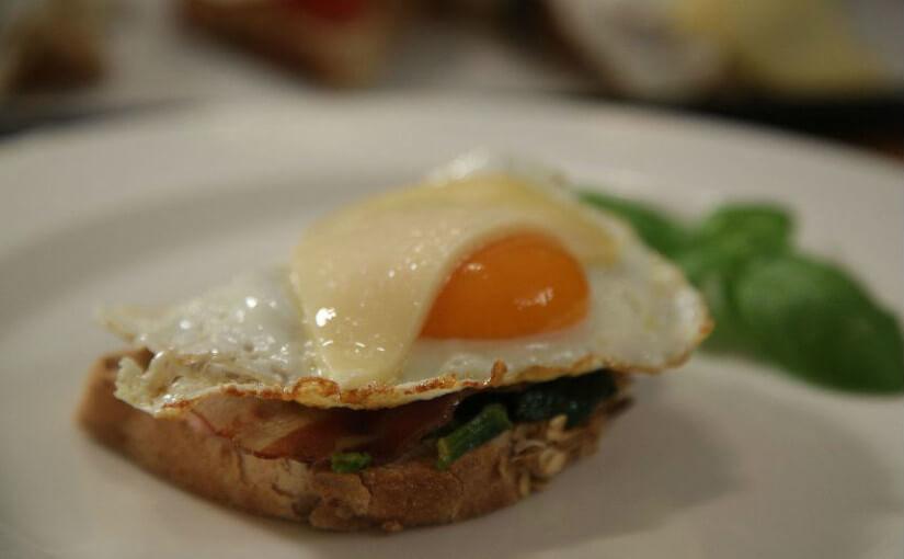 Gratinirani topli sendviči sa špinatom i jajima