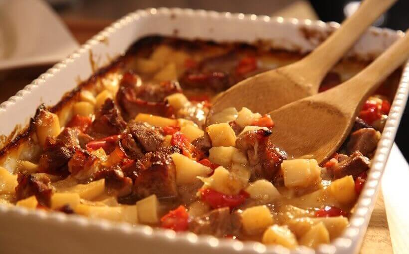 Zapečeni gulaš s krumpirom