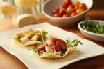 Kosarice od parmezana s mini rajcicama i mozzarellom