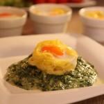 Tjestenina s jajima na podlozi od špinata