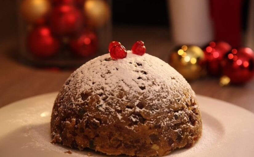 Božićni kolač s kandiranim voćem, grožđicama i bademima