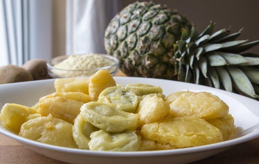 Ananas i jabuka u tempura tijestu