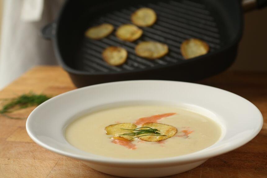 Juha od krumpira s dimljenim lososom