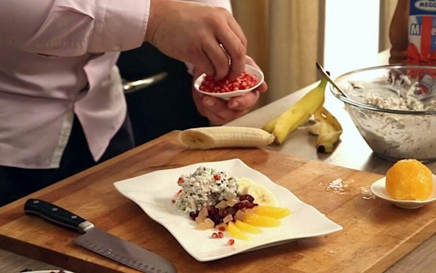 Musli doručak sa svježim i sušenim voćem
