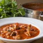 Svinjetina s tjesteninom u umaku od rajčice