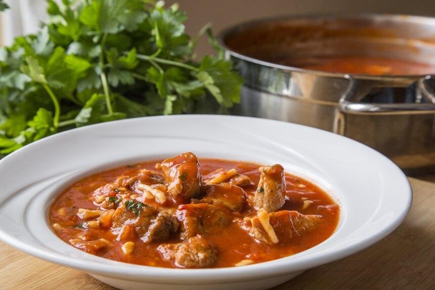 Svinjetina s tjesteninim u umaku od rajčice (3)