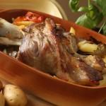 Teleća koljenica s krumpirom i mrkvom kao ispod peke