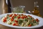 Tjestenina s pestom od badema, maslina i sira na sicilijanski način