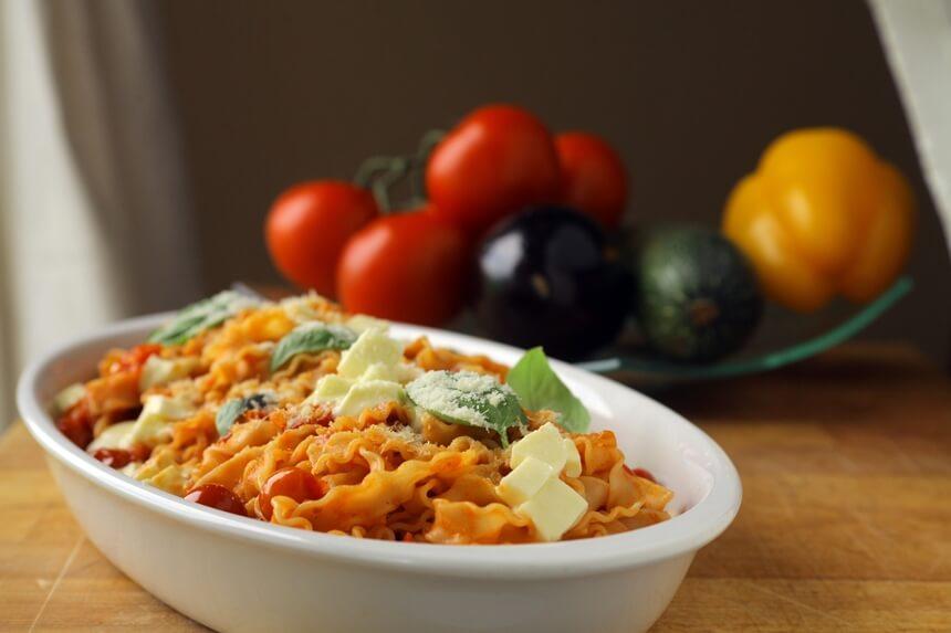 Tjestenina s mini rajčicama i mozzarellom