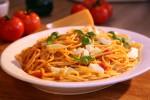 Tjestenina s rajčicom, bosiljkom i mozzarellom